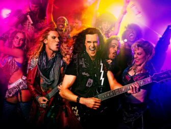 Постановка Rock of Ages на Бродвее
